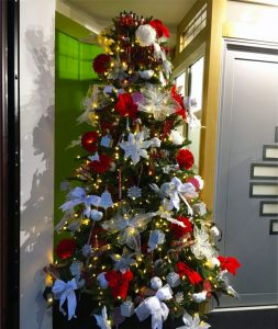Chigwell Window Centre Christmas tree